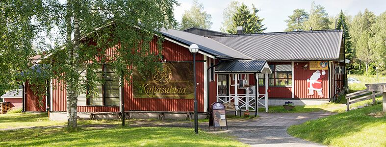 Iittalan Lasimäellä sijaitseva punainen talo kätkee sisäänsä suklaatehtaan.